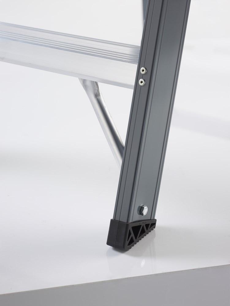 https://www.ez-catalog.nl/Asset/160d9d2d5de341dbb1670d01a432c1cd/ImageFullSize/trap-falco-fdo-usp-4-voeten.jpg