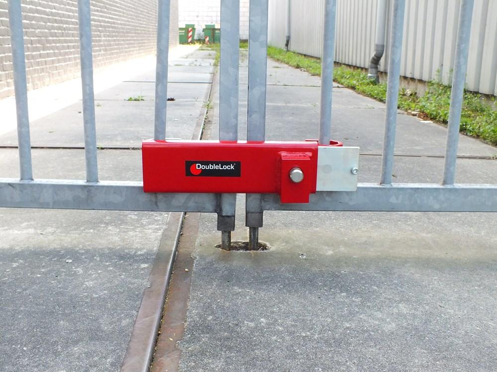 DoubleLock Container Lock HEAVY RED SCM.4.jpg