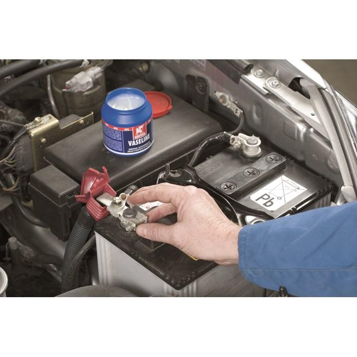 1233109 GR Vaseline 200g Pot NL/FR/EN/ES Maintenance and protection of battery clips in a car